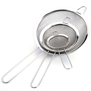 2. Kitchenismo Stainless Steel Strainer (Set of 3)