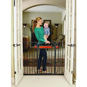 3. Regalo Wooden Baby Gate