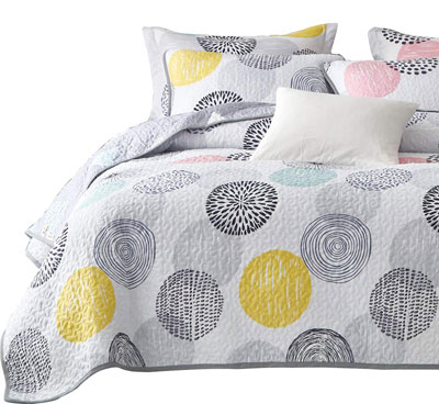 3. Uozzi Bedding 2 Pack Reversible Quilted Pillow Shams Set